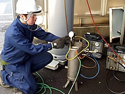 業務用空調機器・冷凍機器の設備入れ替えの様子