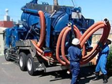 排水・排気処理設備の清掃の様子
