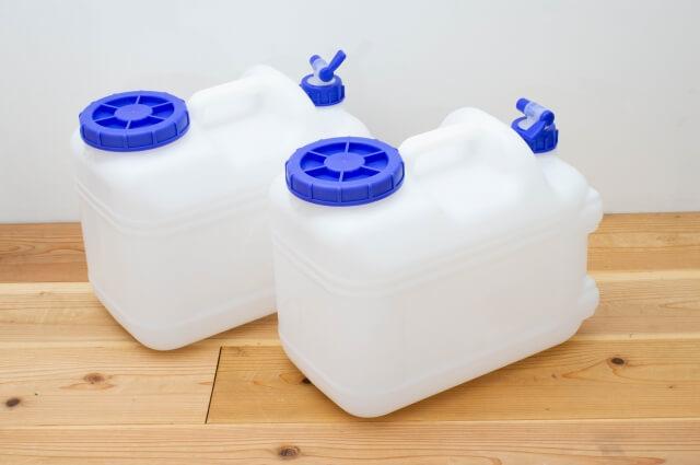 水用ポリタンク(ウォータータンク)2個