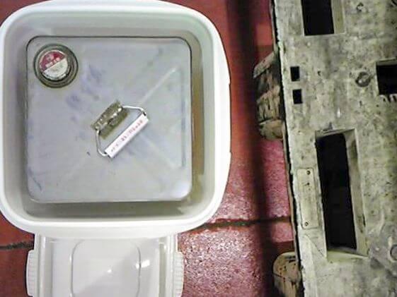 一斗缶入れを上から見た写真